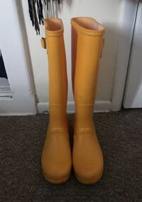 Pair of yellow rain boots Los Angeles, 91605