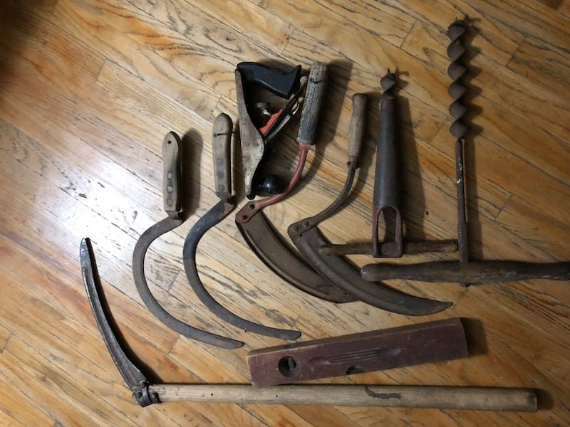 Old tools  27d83dd2-6725-46fc-91a0-00e670686aee