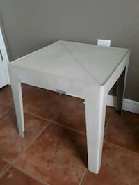 Small Patio Table Pointe-Claire