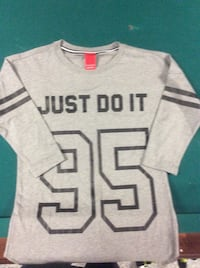 grey and black Nike just do it sweater Cambridge, N3C 3R8