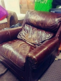 Leather chair Surrey, V3R 3L4