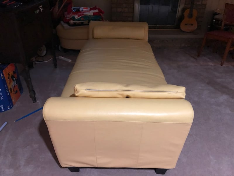 Leather Chaise Longe and Ottoman 1a69b222-f682-4fe2-84e9-55f323e806de