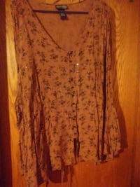 Brown floral top with flarred sleeves