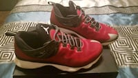 NIKE Men Size 11.5 shoes 1690 mi