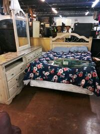 Ashley queen size bedroom set New Orleans, 70117