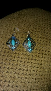 pair of silver-and-blue earrings Greeneville, 37743