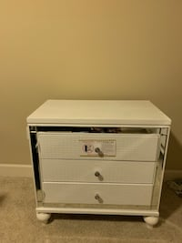 BRAND NEW! (2)Nights Stands & Five drawer dresser! Total of 3 items!