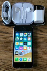 Iphone 5S GSM UNLOCKED 64GB + Accessories  Arlington