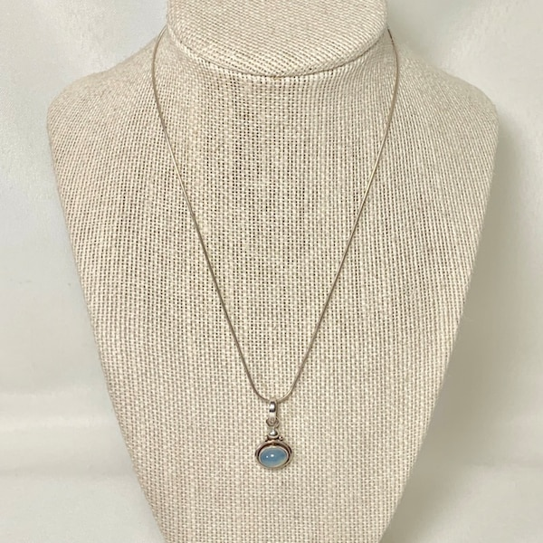 Vintage Sterling Silver Moonstone Pendant with Sterling Rope Chain f430e4a3-a9d1-45f5-9d65-8e02d267980a
