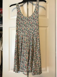 White, green and red floral scoop-neck sleeveless drop-waist midi dress small  Pelzer, 29669
