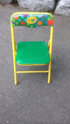 green and yellow Crayola folding chair