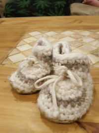 white and brown 0/6 month slippers  Barrie, L4M 3C8