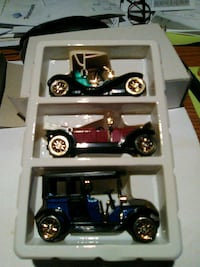 black and blue car scale model Magee, 39111