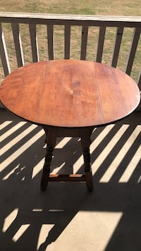 solid oak  table with folding leafs Purcellville, 20132