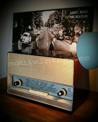 Antigua radio Philips de válvulas