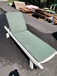 Outdoor Chaise lounge w/cushion