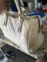 Louis Vuitton purse white Calgary, T2W