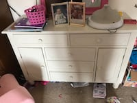 Single bed- headboard footboard rails mattress, matching dresser and chest. All in very good condition Brunswick, 44212