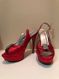 Red heels worn once. In great condition. Size 8 Edmonton, T5Z