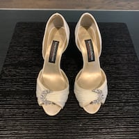 Sz 6 - Ivory satin heels with crystal decorations Toronto, M5S 1M2
