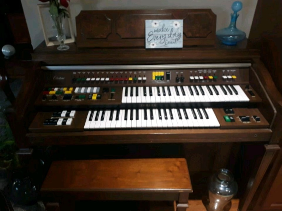Photo Yamaha electric organ