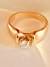 14 k Yellow Gold Diamond Ring  540 km