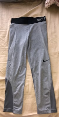 Workout Nike Capri leggings  Edmonton, T6W 0V8