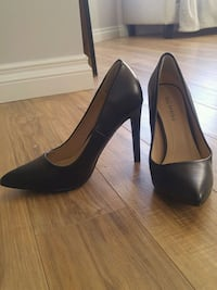 Worn once black leather heals sz 6 Edmonton, T6X