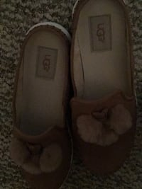 pair of brown suede flats 33 km