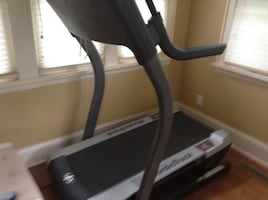 Black and gray treadmill NordicTrack fratture Wite rincón Maps. Firm $