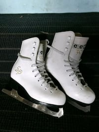 Girls ice skates Coquitlam, V3H 4S9