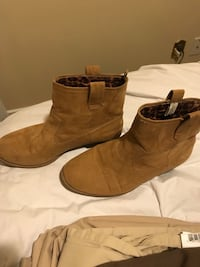 Girls ankle boots. Calgary, T2J 2N4