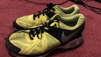 pair of green-and-black Nike air max Yonkers, 10704