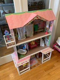 Girls Kidcraft Dollhouse with Furnishings $40. Mississauga, L5K 2A2