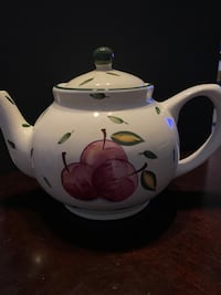 Ceramic teapot, apples.