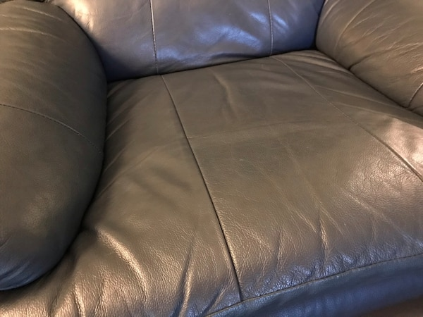 Leather couch (blue) - no tears or damage b22a46f8-84a7-4c9e-bcbf-c63d16134a43