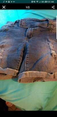 two blue and brown denim bottoms Youngstown, 44505