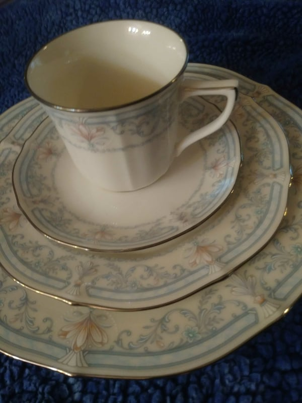 "Noritake china""Crown flower"" 246b1d9f-84c5-43ee-abde-61d2a062842b"
