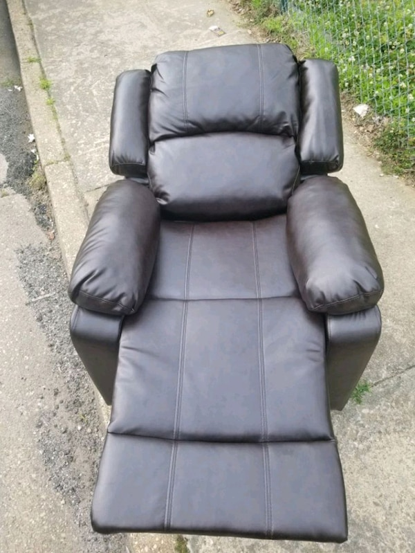 A java leather recliner  038dc799-d7af-48c7-ad3b-ad9201a7c812