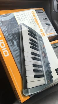 black and white electronic keyboard Glenview, 60026