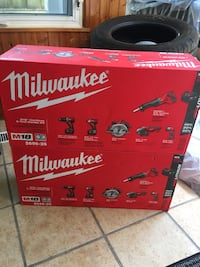 Milwaukee M18 18V Lithium-Ion Cordless Combo Tool Kits that both come with 3.0 Ah Batteries, 1 charger and 1 tool bag Mississauga, L5C 2M7