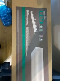 Bnib 4 foot led twin light fixture Edmonton, T5H 4E6