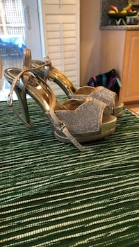 Gold-and-silver leather ankle strap open-toe platform pumps Mississauga, L5H 4G7