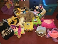 Tons of stuffed animals and bears 15 for everything