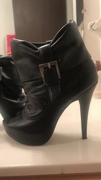 Jessica Simpson booties size 8. Worn a few times  Maryland Heights, 63043