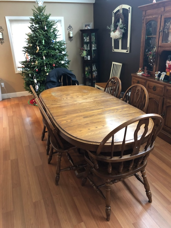 Dining Room Table And Chairs Includes Leaf Four Side Two End With Arms Covers Usado En Venta Massapequa Park