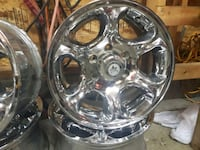 chrome 5-spoke car wheel Surrey, V3S 9Z3