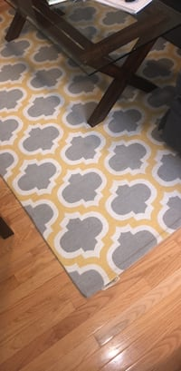 Grey and gold area rug (7.5'x5') Washington, 20005