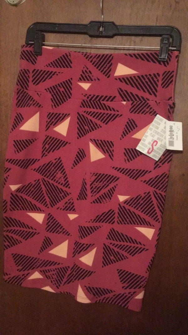 Two white and red chevron LuLaRue Cassie