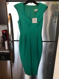 Brand new footed green midi dress with v neckline and pockets! Chicago, 60607